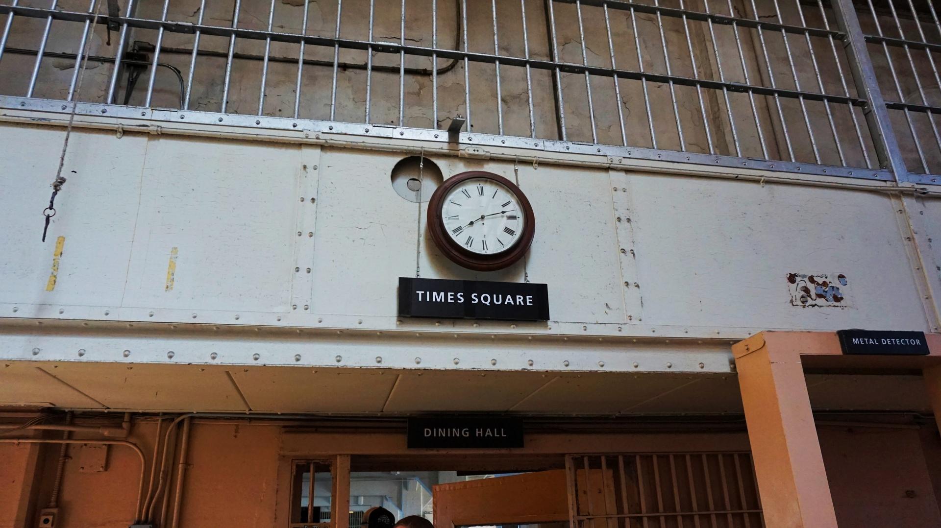 Zegar i Times Square w więzieniu Alcatraz, San Francisco, USA | Sway the way
