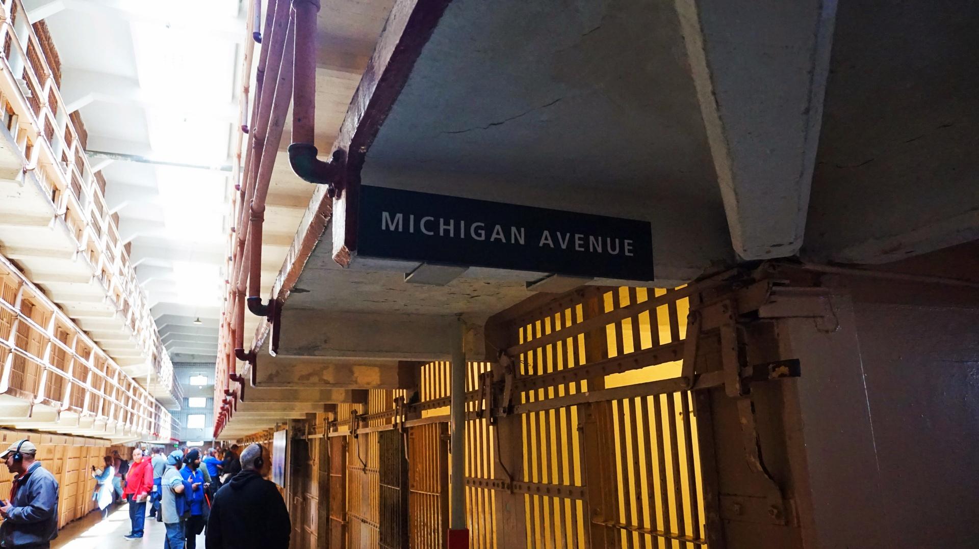 Nazwane Michigan Avenue korytarze w więzieniu Alcatraz, San Francisco, USA | Sway the way