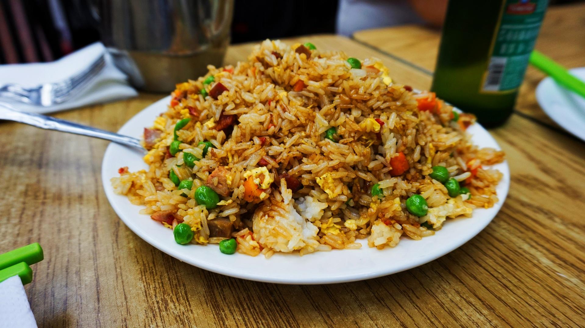 Smażony ryż z warzywami i kurczakiem w Chinatown, San Francisco, USA | Sway the way