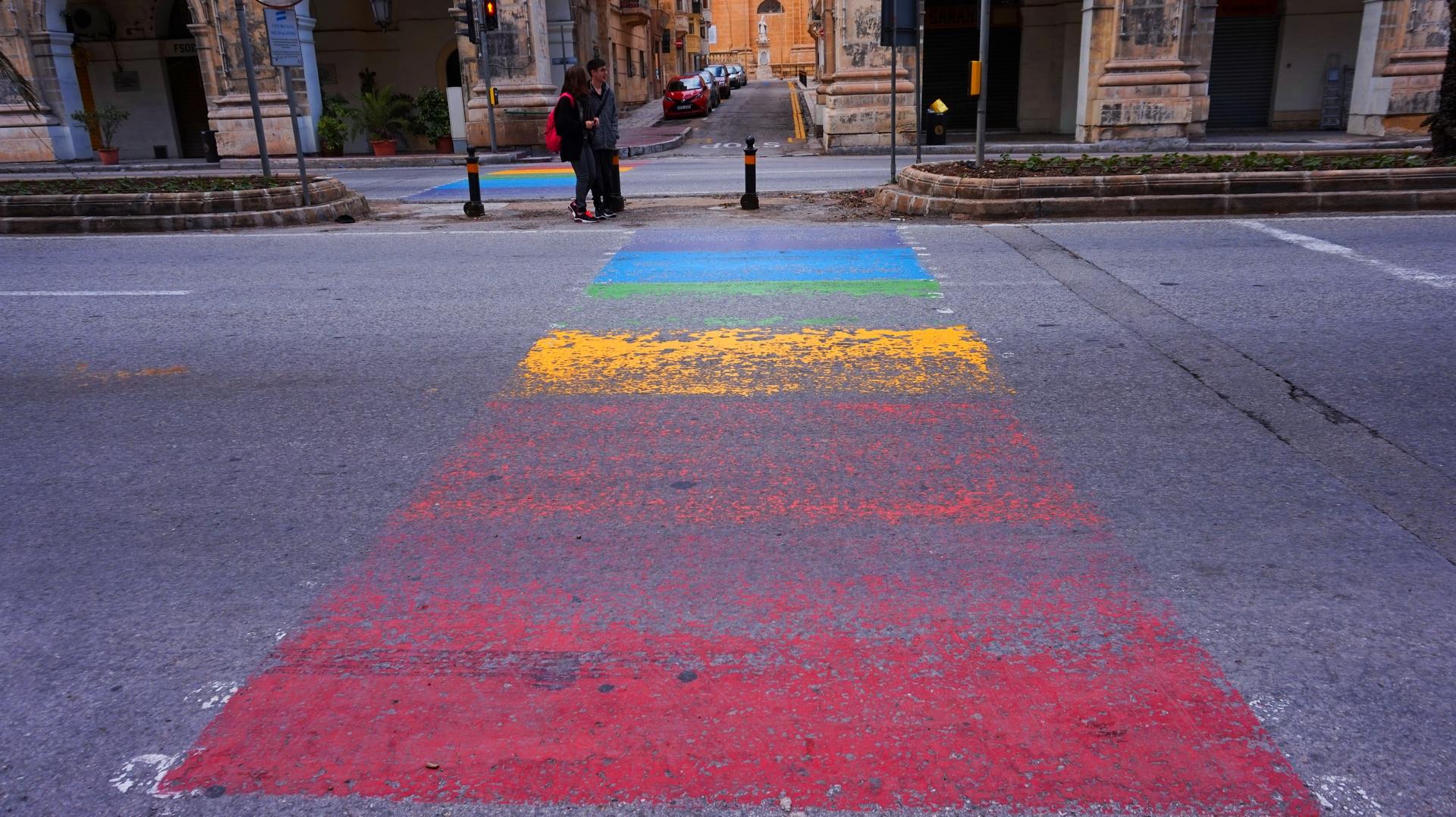 Kolorowe przejście dla pieszych w Valletcie, Malta | Sway the way