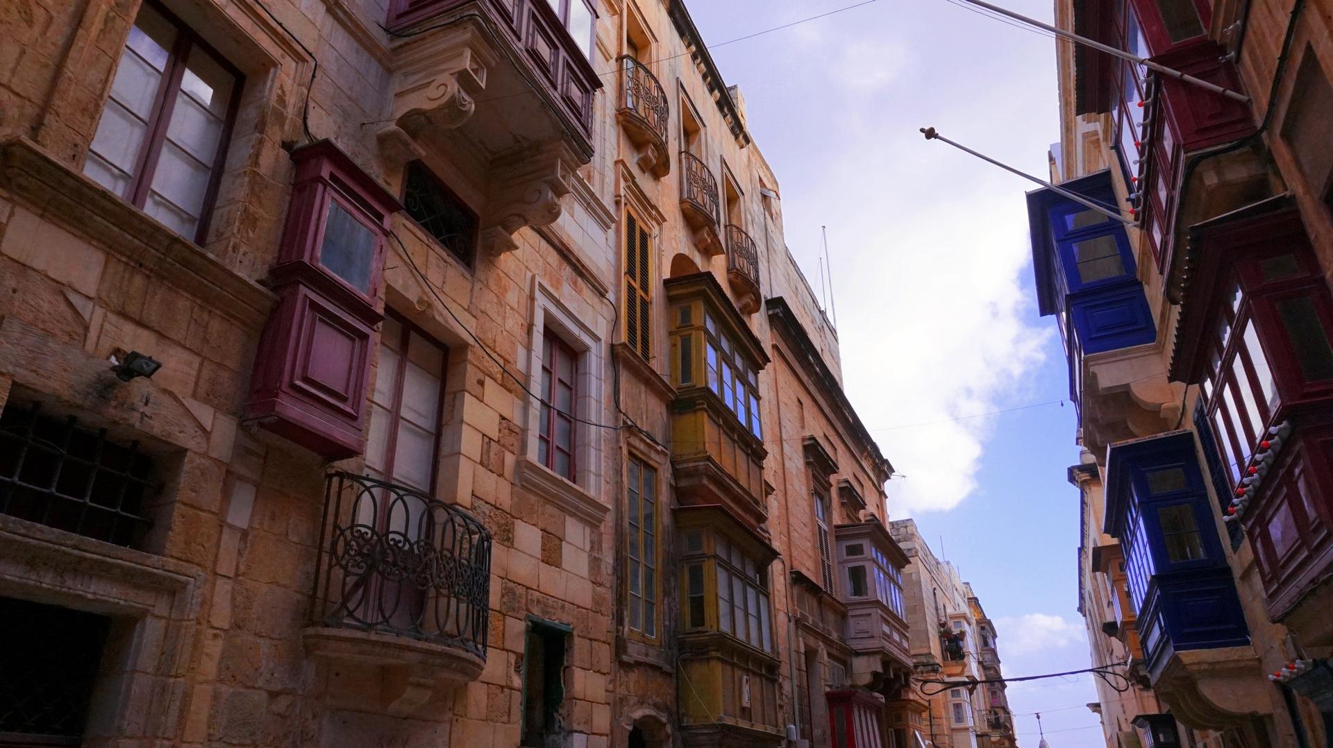 Kamienice w Valetcie, Malta | Sway the way