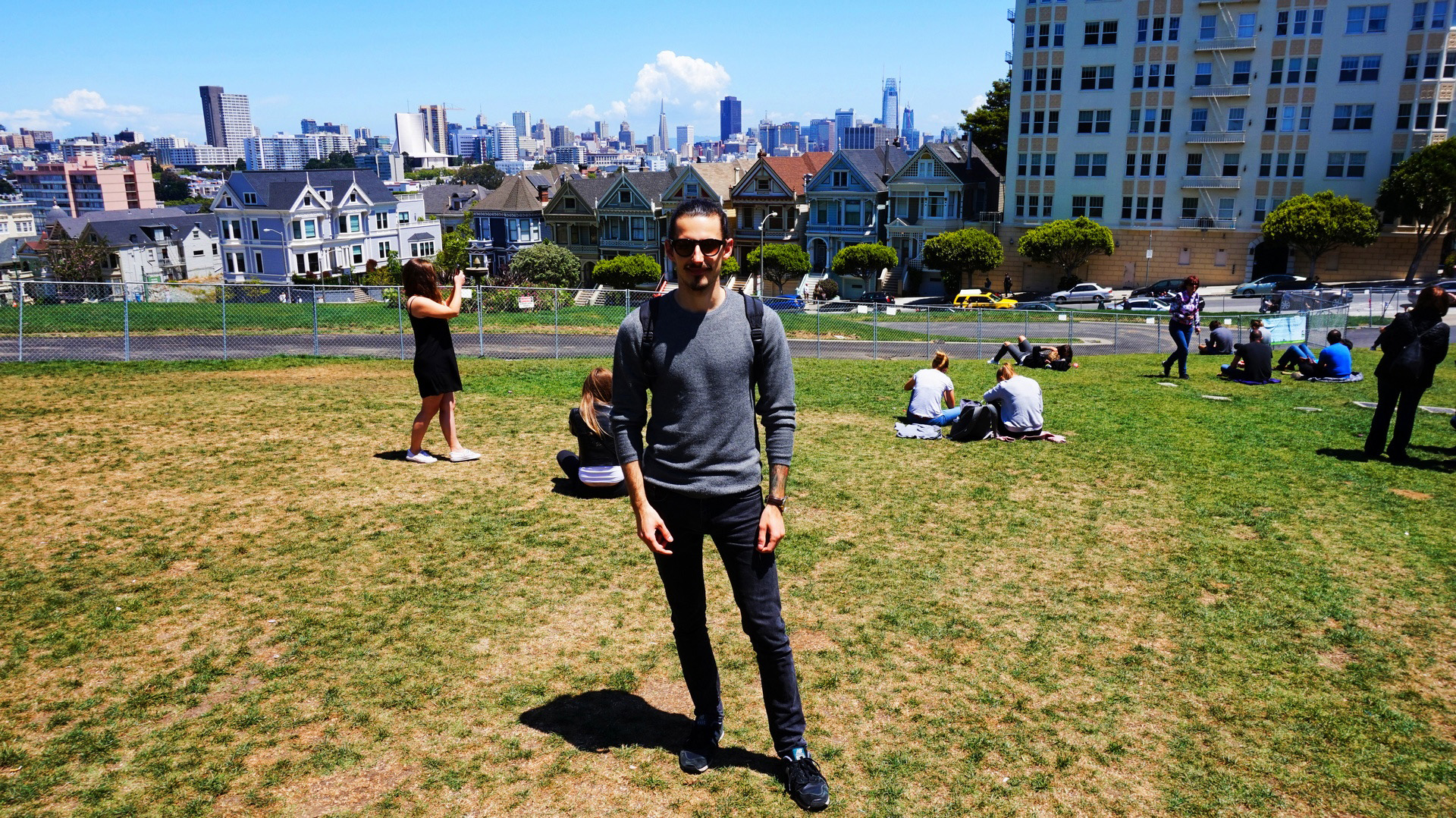 Selfie Przemka na tle Alamo Square w San Francisco, USA | Sway the way