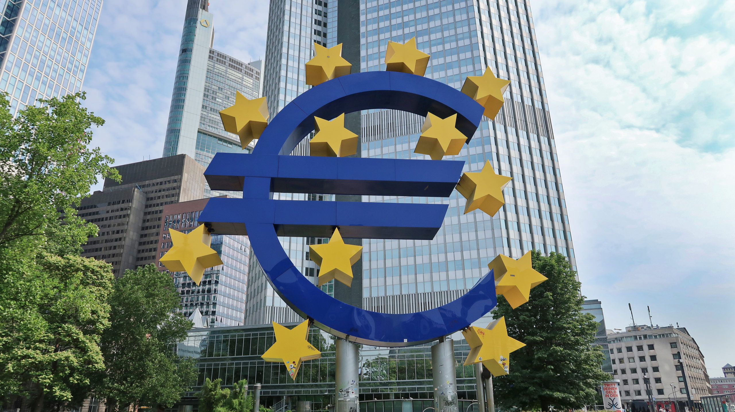 sway the way frankfurt dzielnica finansowa znak euro scaled